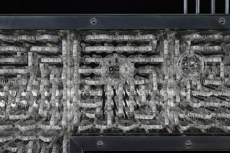 占研 字谜·穴 2017 铝合金型材、铝合金板材、亚克力板材等 96×115×20cm (4) 拷贝